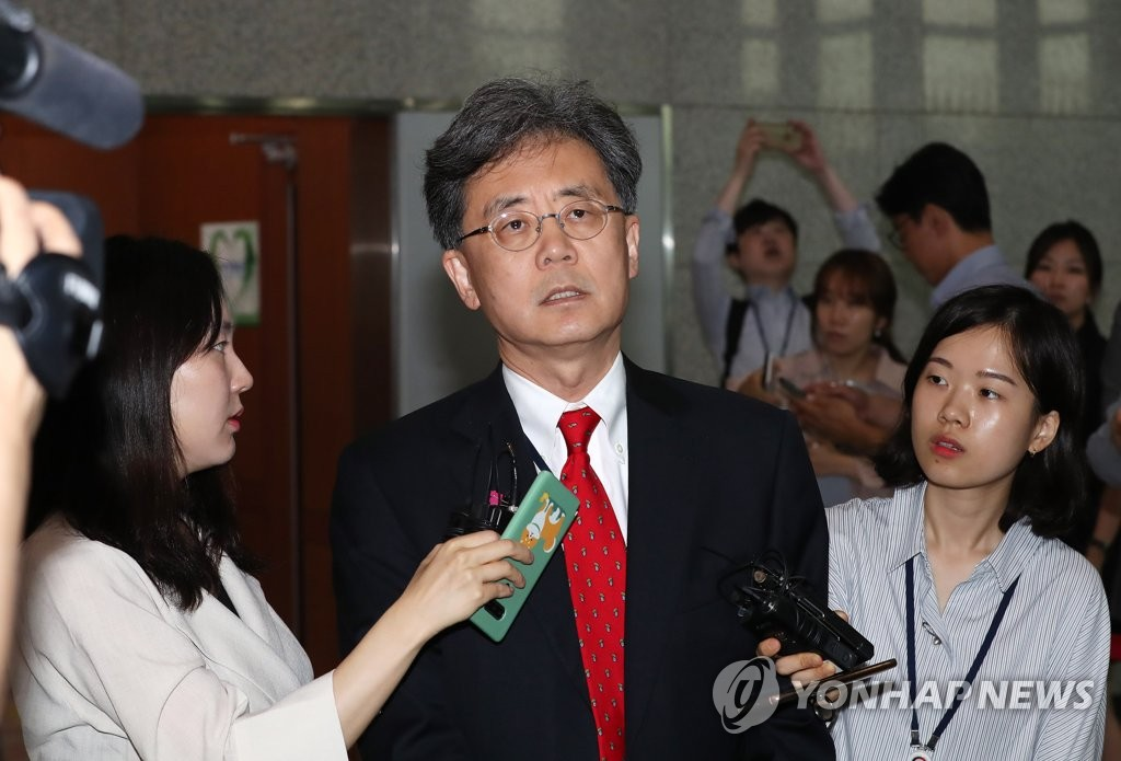Kim Hyun-chong, deputy chief of Cheong Wa Dae's national security office, speaks to reporters after meeting with David Stilwell, U.S. assistant secretary of state for East Asian and Pacific affairs, at the Ministry of Foreign Affairs building in Seoul on July 17, 2019. (Yonhap)