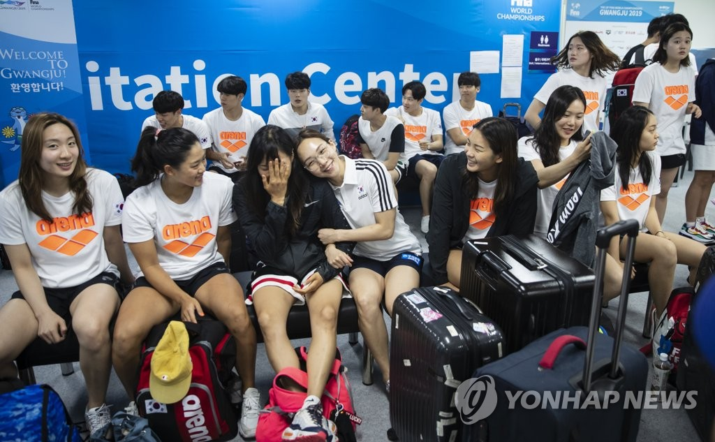 Members of the South Korean national swimming team wait for their accreditations at the athletes' village for the FINA World Championships in Gwangju, 330 kilometers south of Seoul, on July 17, 2019. (Yonhap)