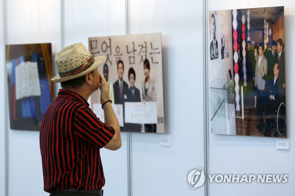 A visitor looks at a photo of late former President Kim Dae-jung at Kimdaejung Convention Center in Gwangju, 330 kilometers south of Seoul, on Aug. 5, 2019. The photo was part of an exhibition commemorating his death on Aug. 18, 2009.