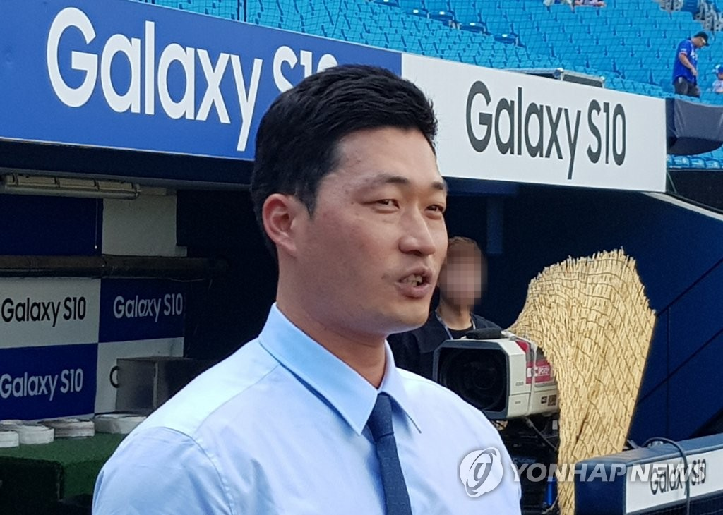 Oh Seung-hwan of the Samsung Lions visits the team's home stadium, Daegu Samsung Lions Park, in Daegu, 300 kilometers southeast of Seoul, on Aug. 10, 2019. (Yonhap)