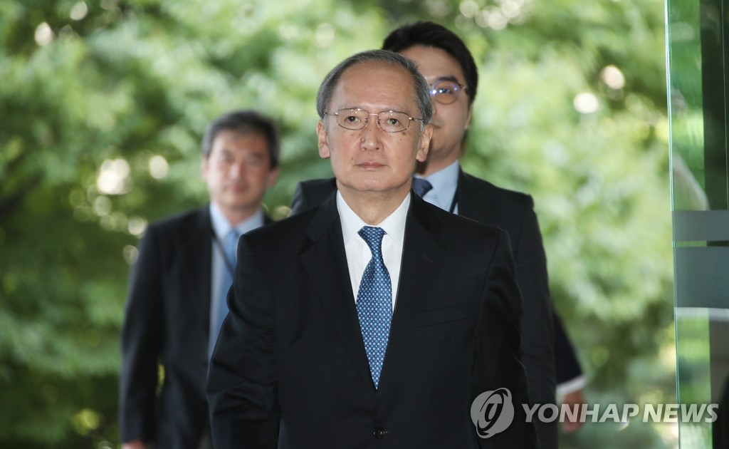 Japanese Ambassador to South Korea Yasumasa Nagamine walks into the foreign ministry in Seoul on Aug. 23, 2019. (Yonhap)