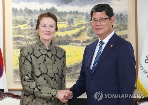 Unification minister meets UNICEF chief