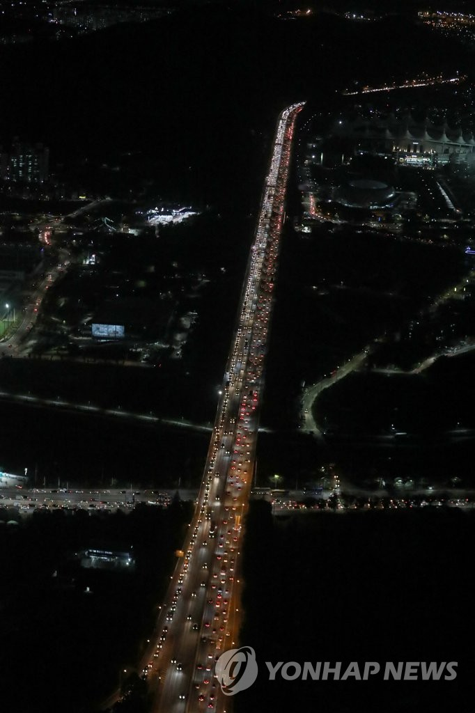 Cars fill expressway ahead of Chuseok holiday