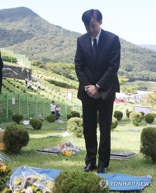 Minister Cho commemorates death of young prosecutor