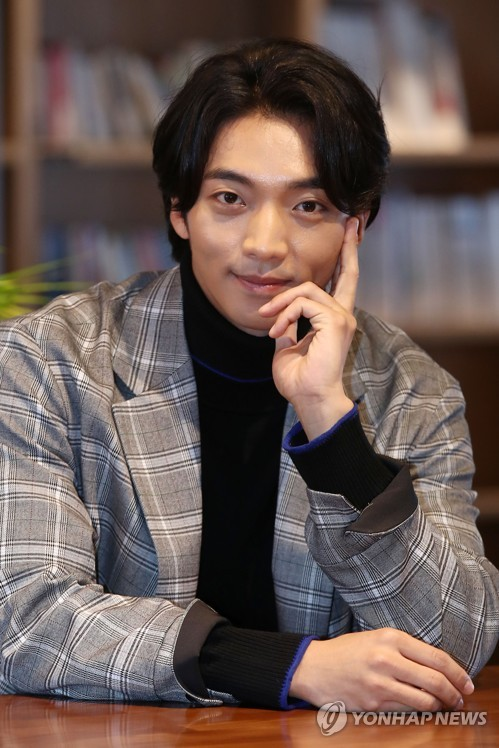 S. Korean actor Hwang Hee