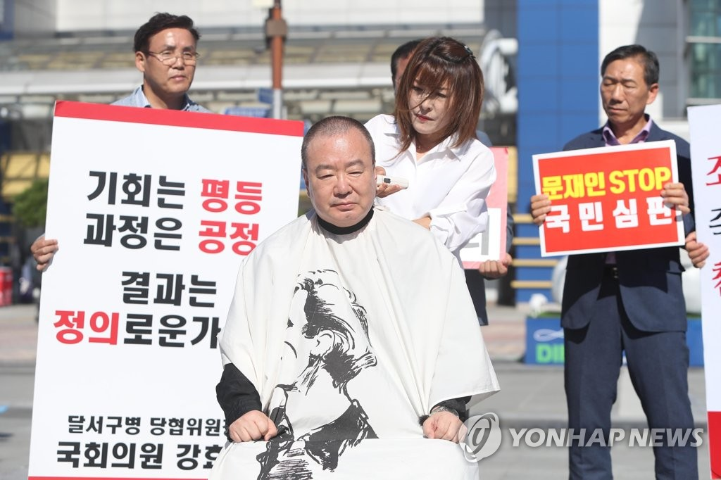 강효상 의원, 조국 장관 사퇴 촉구하며 삭발