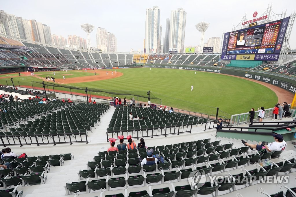 This photo from Sept. 29, 2019, shows empty seats on the first base side of the stands at Sajik Stadium in Busan, 450 kilometers southeast of Seoul, during a Korea Baseball Organization regular season game between the home team Lotte Giants and the Kiwoom Heroes. (Yonhap)