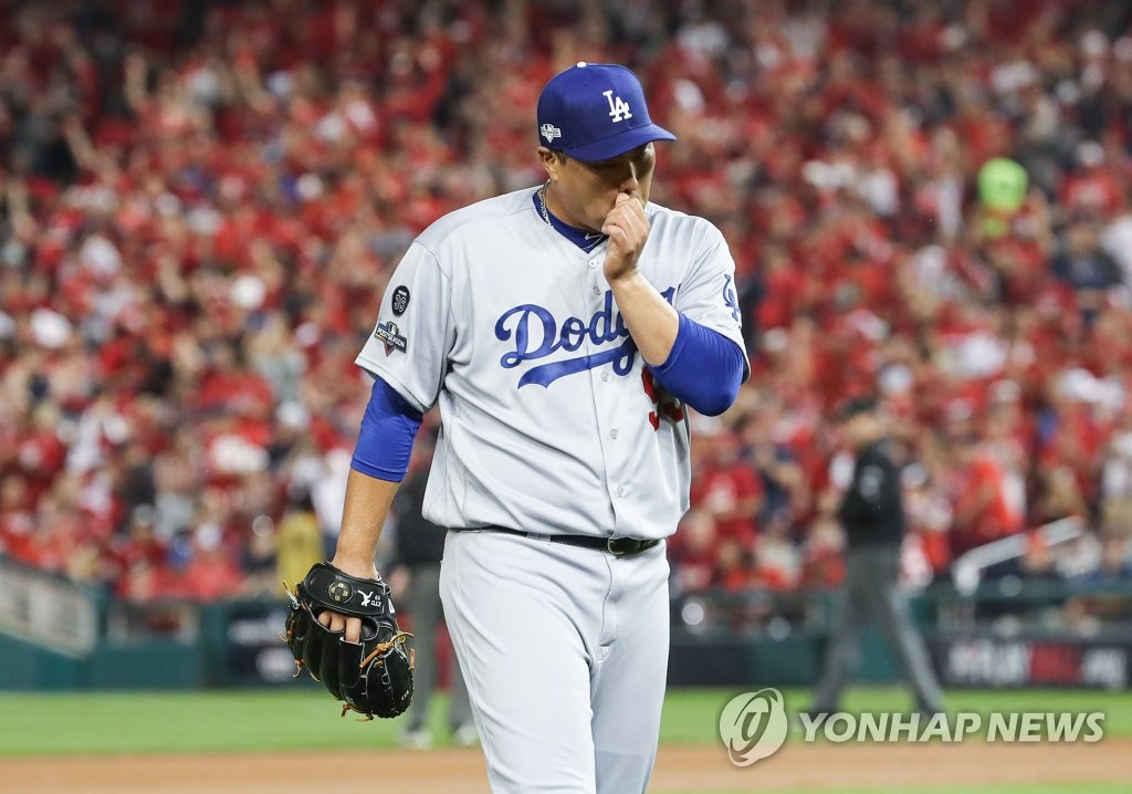 Ryu Hyun-jin of the Los Angeles Dodgers returns to the dugout after giving up two runs against the Washington Nationals in the bottom of the first inning of Game 3 of the National League Division Series at Nationals Park in Washington on Oct. 6, 2019. (Yonhap)
