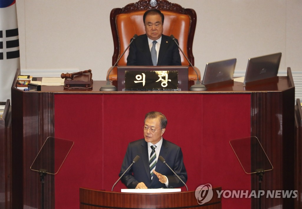 President Moon Jae-in delivers a budget speech at the National Assembly in Seoul on Oct. 22, 2019. (Yonhap)