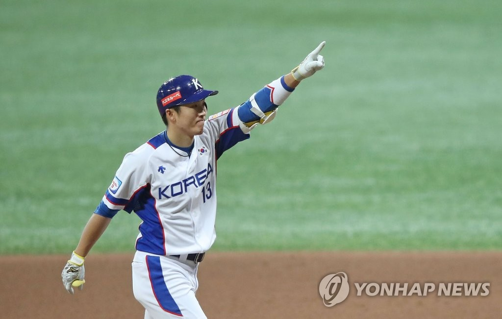 Hur Kyoung-min of South Korea celebrates his RBI single against Australia in the bottom of the sixth inning of the teams' Group C game at the Premier12 at Gocheok Sky Dome in Seoul on Nov. 6, 2019. (Yonhap)