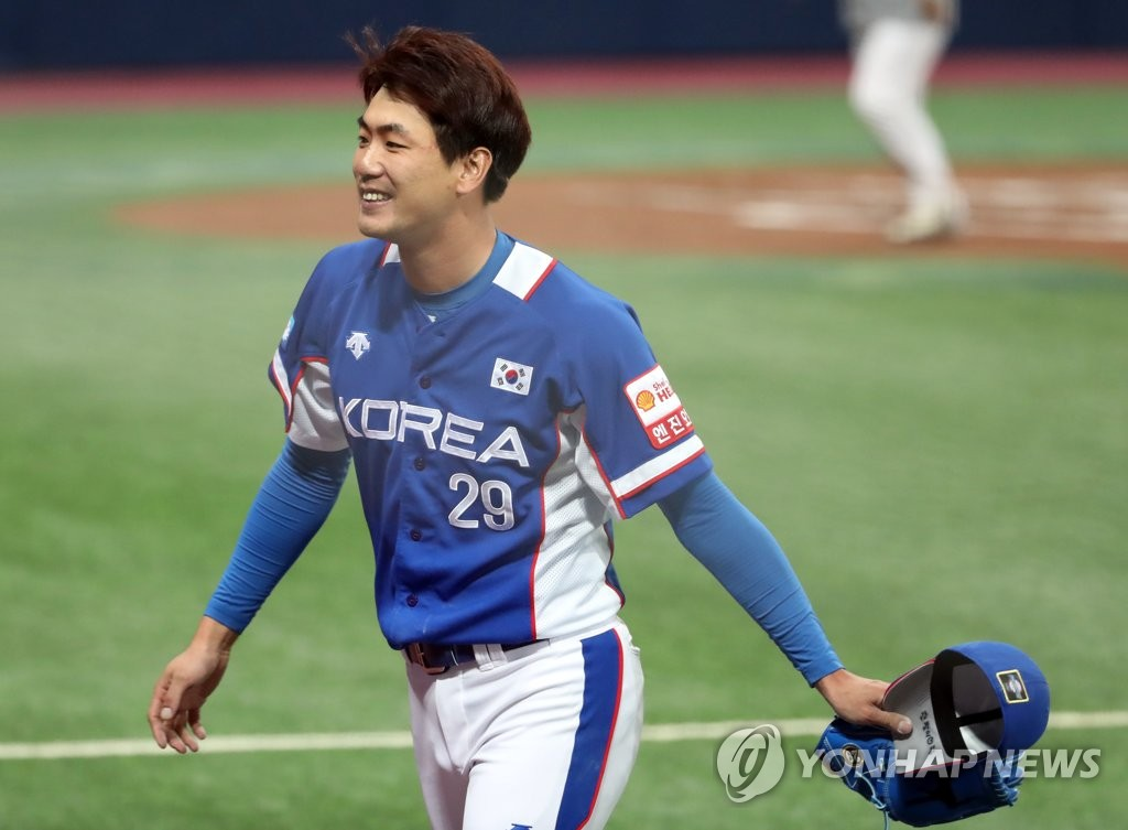 In this file photo from Nov. 7, 2019, Kim Kwang-hyun of South Korea returns to the dugout after completing the top of the first inning against Canada in a Group C game at the World Baseball Softball Confederation Premier12 tournament at Gocheok Sky Dome in Seoul. (Yonhap)