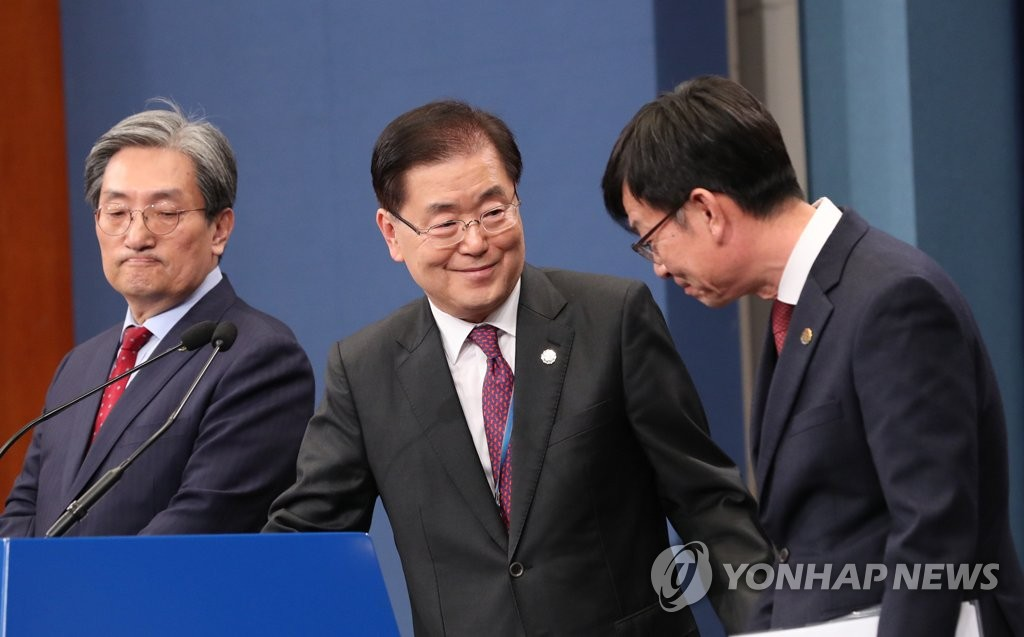 Chung Eui-yong (C), head of Cheong Wa Dae's national security office, prepares to make opening remarks, with Chief of Staff Noh Young-min (L) and Kim Sang-jo, the top presidential official for policy, standing next to him at the Cheong Wa Dae press center on Nov. 10, 2019. (Yonhap)