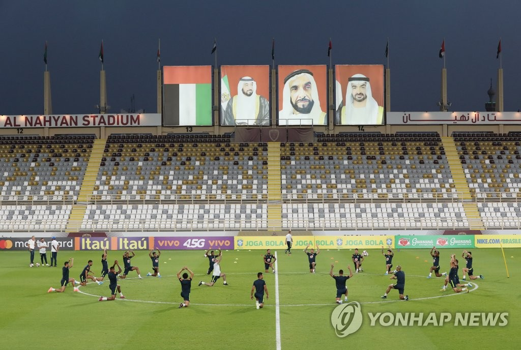 Members of the Brazilian men's football team train at Al Nahyan Stadium in Abu Dhabi on Nov. 16, 2019, in preparation for a friendly match against South Korea. (Yonhap)
