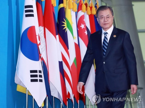 Moon asks ASEAN to keep sending unified message to N. Korea, U.S. for progress in peace efforts
