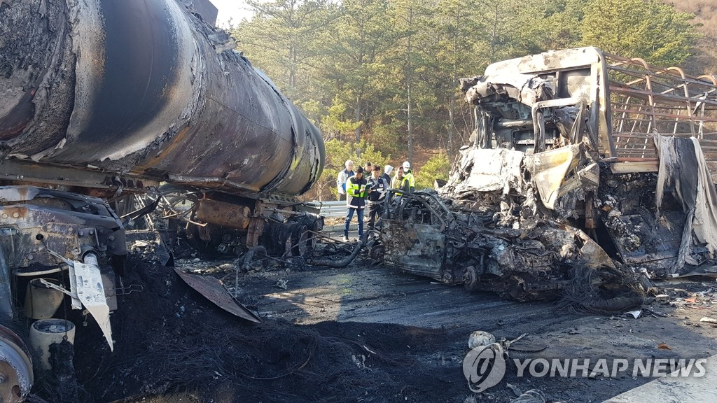 Authorities examine the scene after multiple pileups occurred on a highway in North Gyeongsang Province, 301 kilometers south of Seoul, on Dec. 14, 2019. (Yonhap)