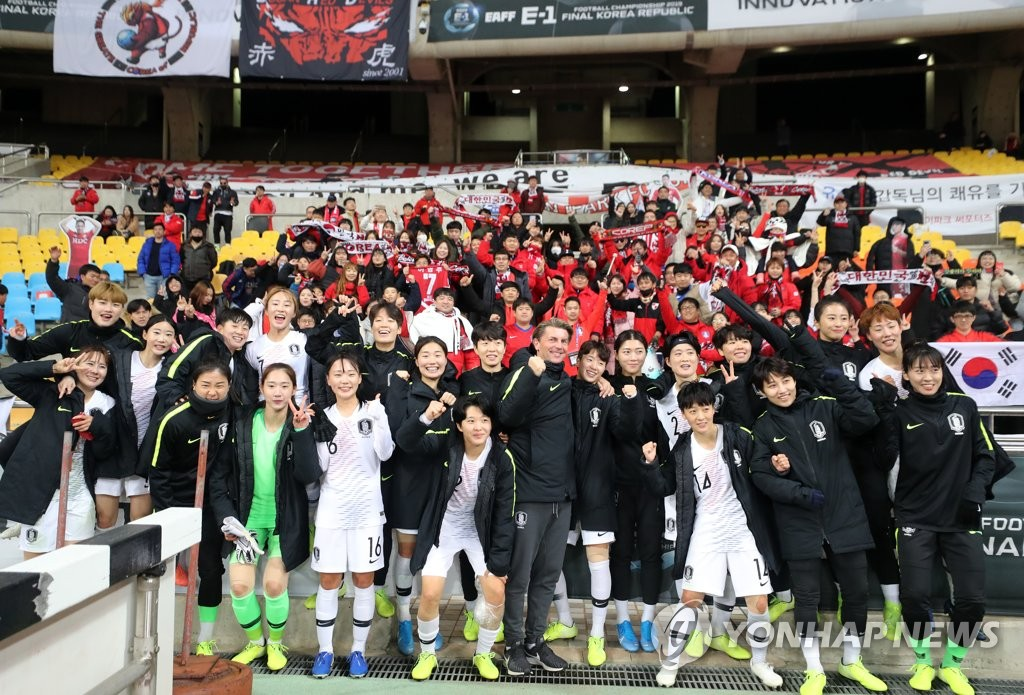 In this file photo from Dec. 15, 2019, members of the South Korean women's national football team pose for photos in front of their fans after beating Chinese Taipei 3-0 at the East Asian Football Federation (EAFF) E-1 Football Championship at Busan Asiad Main Stadium in Busan, 450 kilometers southeast of Seoul. (Yonhap)