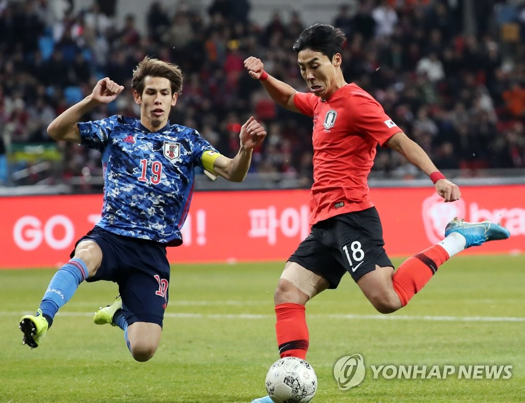 In this file photo from Dec. 18, 2019, Lee Jeong-hyeop of South Korea (R) takes a shot against Japan in the final of the East Asian Football Federation (EAFF) E-1 Football Championship at Busan Asiad Main Stadium in Busan, 450 kilometers southeast of Seoul. (Yonhap)