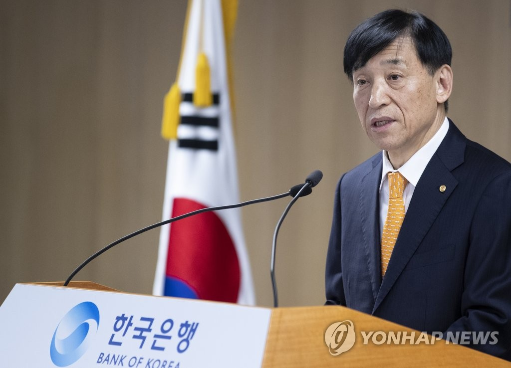 BOK Gov. Lee Ju-yeol speaks at the central bank's New Year's staff meeting on Jan. 2, 2020. (Yonhap)