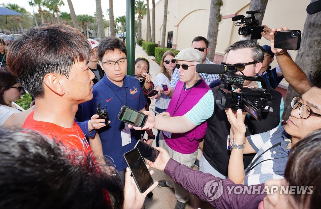 Kim Kwang-hyun of the St. Louis Cardinals (L) takes questions from the South Korean and U.S. media after his bullpen session at Roger Dean Chevrolet Stadium in Jupiter, Florida, on Feb. 11, 2020. (Yonhap)
