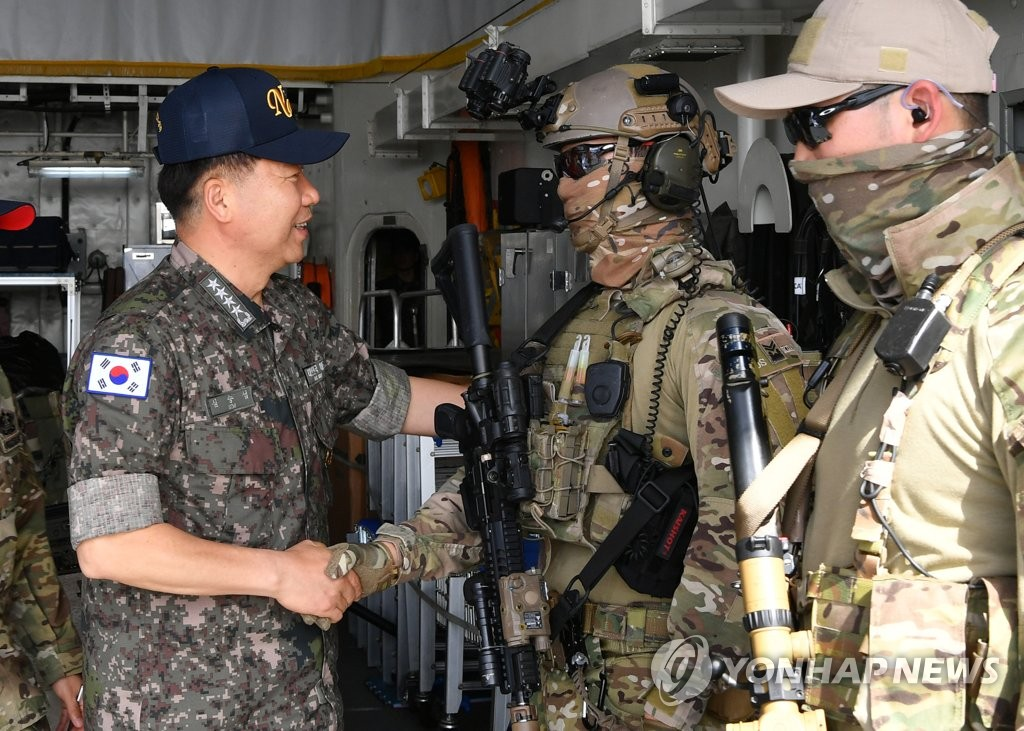 Adm. Sim Seung-seob (L), chief of South Korea's Naval Operations, meets soldiers during a visit to the 300-strong 31st contingent of the Cheonghae Unit on the 4,400-ton Wang Geon destroyer anchored at the port of Muscat, Oman, on Feb. 17, 2020, in this photo provided by the Navy. (PHOTO NOT FOR SALE) (Yonhap)