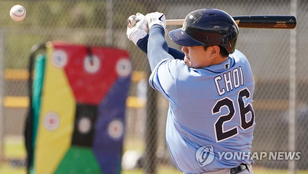 In this file photo from Feb. 19, 2020, Choi Ji-man of the Tampa Bay Rays hits the ball during live batting practice at Charlotte Sports Park in Port Charlotte, Florida. (Yonhap)