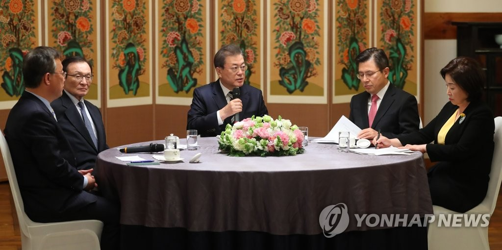 President Moon Jae-in (C) meets with the leaders of South Korea's major ruling and opposition parties at the Sarangjae house of the National Assembly in Seoul on Feb. 28, 2020. (Yonhap)