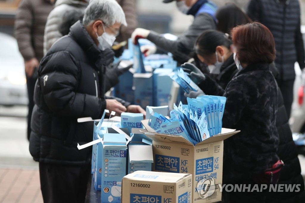 (LEAD) S. Korea to take masks from schools for general public