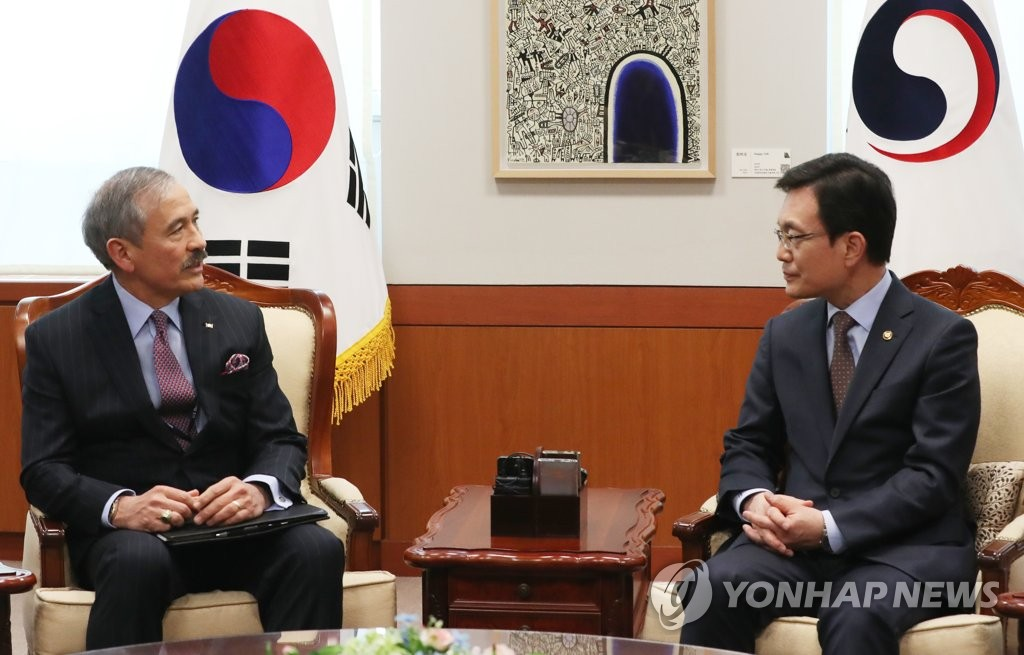 South Korean Vice Foreign Minister Cho Sei-young and U.S. Ambassador to South Korea Harry Harris hold talks at the foreign ministry in Seoul on March 4, 2020. (Yonhap)