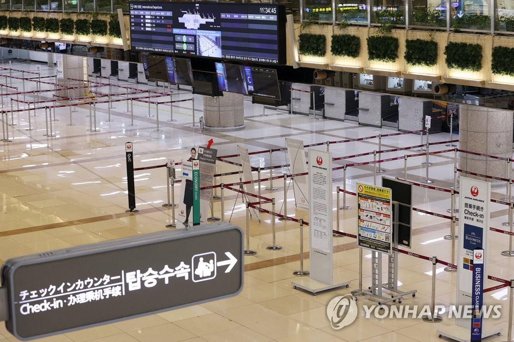 This photo shows an empty check-in area at Gimpo International Airport in western Seoul on March 10, 2020. (Yonhap)