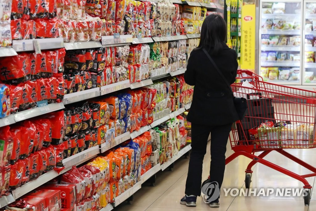 A consumer browses shelves stocked with instant noodle products at a supermarket in Seoul on April 6, 2020. (Yonhap)