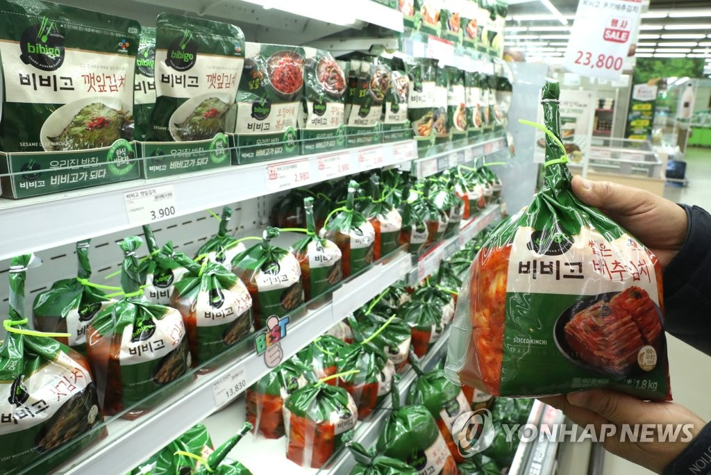 Packages of kimchi are displayed at a supermarket in southern Seoulm in this file photo taken on April 6, 2020. (Yonhap)