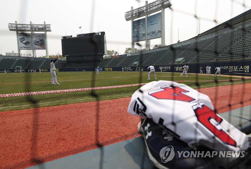 In this file photo from April 7, 2020, Doosan Bears players practice at Jamsil Stadium in Seoul. (Yonhap)