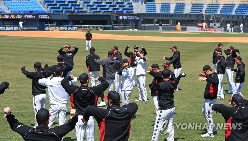 In this file photo, from April 8, 2020, LG Twins' players warm up before their practice at Jamsil Stadium in Seoul. (Yonhap)