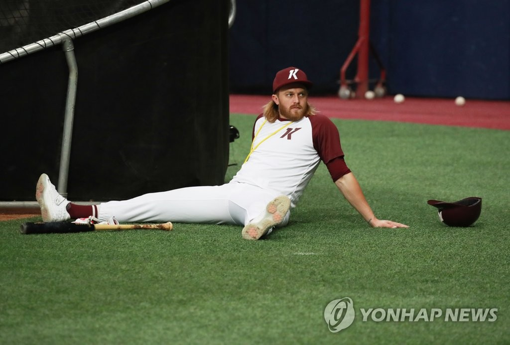 In this file photo from April 17, 2020, Taylor Motter of the Kiwoom Heroes takes a break during practice at Gocheok Sky Dome in Seoul. (Yonhap)