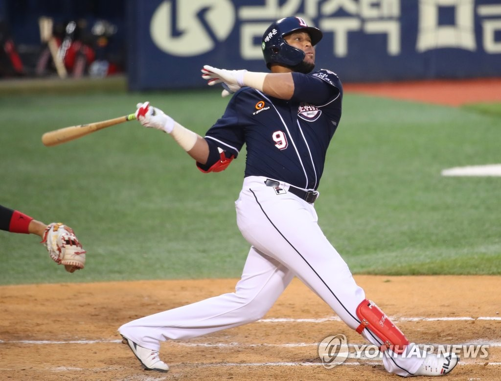 Jose Miguel Fernandez of the Doosan Bears gets a hit against the LG Twins during a Korea Baseball Organization regular season game at Jamsil Stadium in Seoul on May 7, 2020. (Yonhap)
