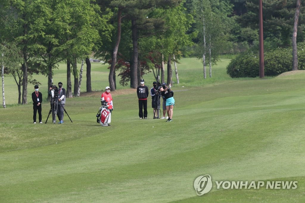 This file photo from May 15, 2020, shows the final round of the Korea Ladies Professional Golf Association Championship being played without fans at Lakewood Country Club in Yangju, just north of Seoul. (Yonhap)