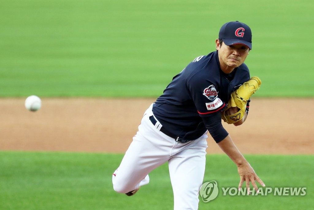 In this file photo from June 4, 2020, Noh Kyung-eun of the Lotte Giants pitches against the Kia Tigers in a Korea Baseball Organization regular season game at Gwangju-Kia Champions Field in Gwangju, 330 kilometers south of Seoul. (Yonhap)