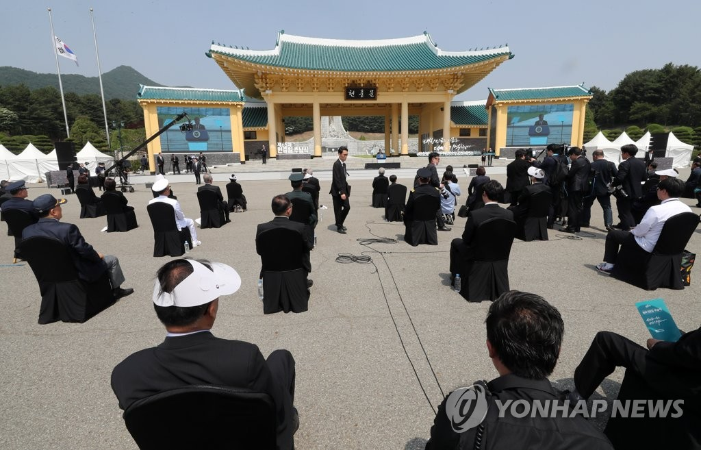 Guests attending the 65th Memorial Day ceremony on June 6, 2020, at Daejeon National Cemetery in the city 160 kilometers south of Seoul are seen seated apart from one another as a precautionary measure against the new coronavirus. (Yonhap)