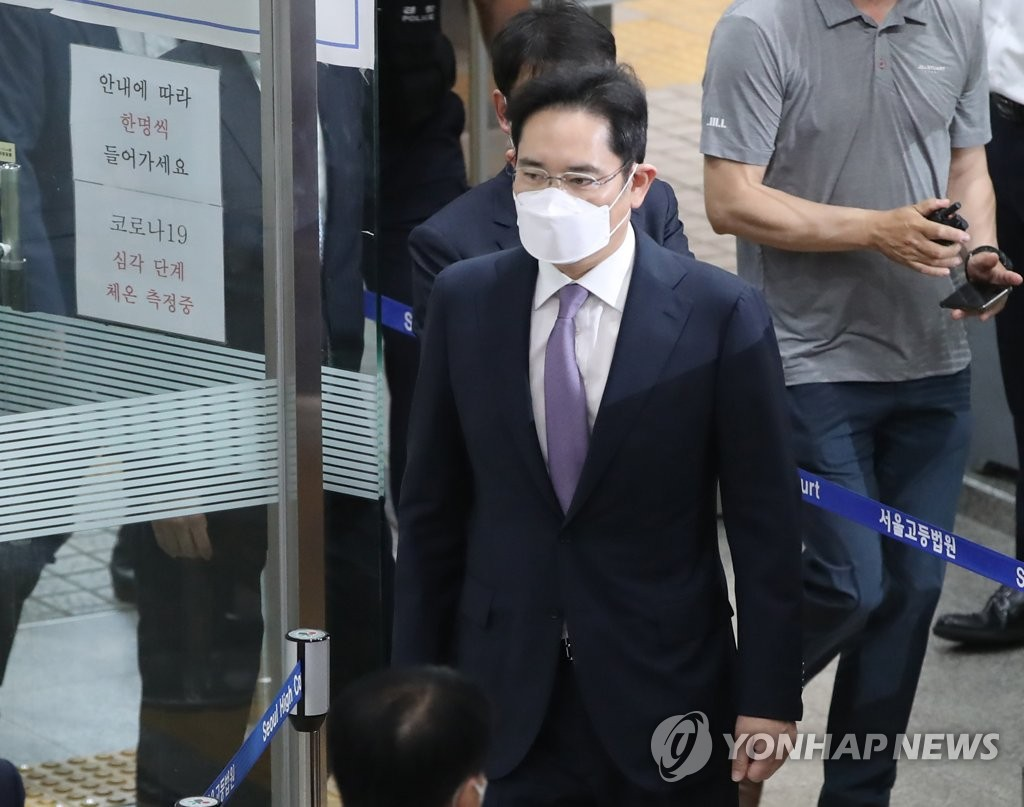 Samsung Electronics Vice Chairman Lee Jae-yong arrives at the Seoul Central District Court in Seoul on June 9, 2020, to attend a review on his arrest warrant. The prosecution seeks Lee's warrant over a controversial merger of two Samsung units in 2015. (Yonhap)