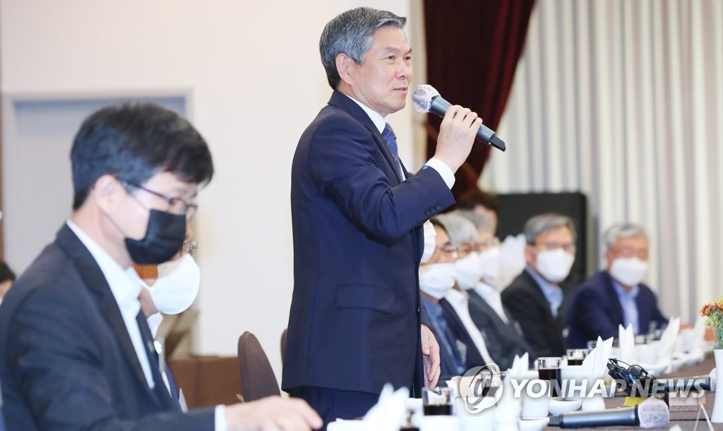 Defense Minister Jeong Kyeong-doo speaks during a meeting with chief executive officers of the country's leading defense firms in Seoul on June 15, 2020. (Yonhap)