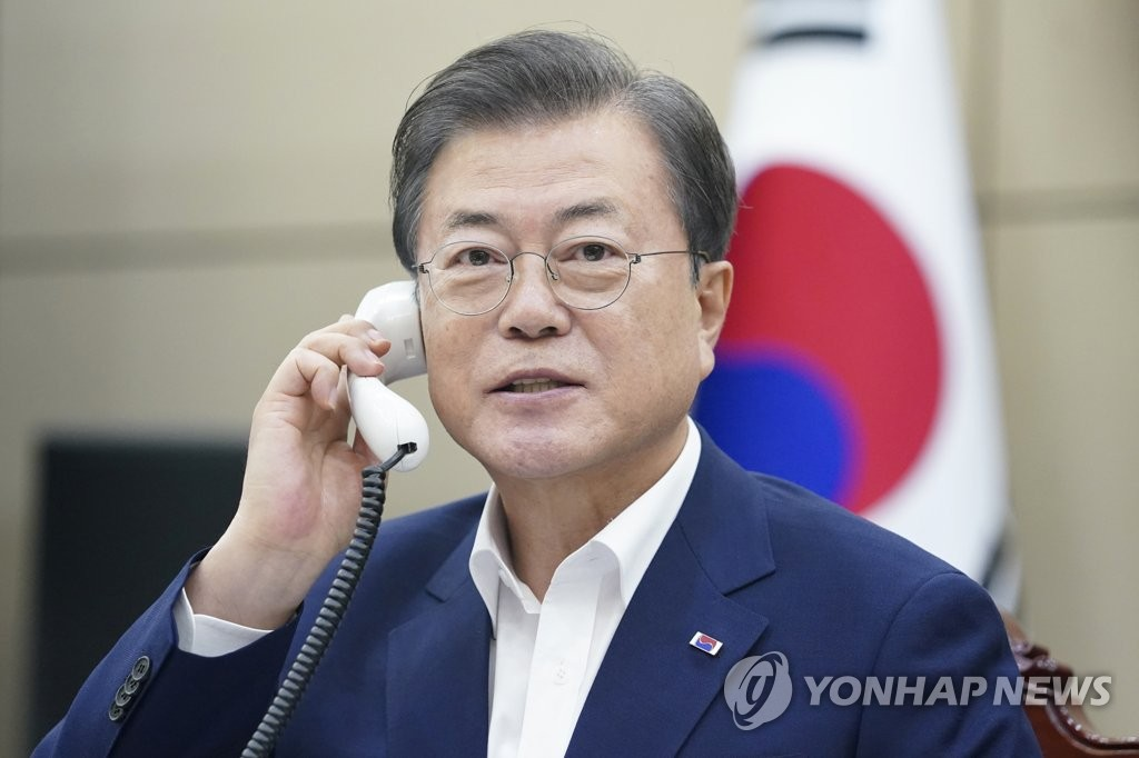 South Korean President Moon Jae-in talks over the phone with Turkish President Recep Tayyip Erdogan on June 23, 2020, in this photo provided by Cheong Wa Dae. (PHOTO NOT FOR SALE) (Yonhap)