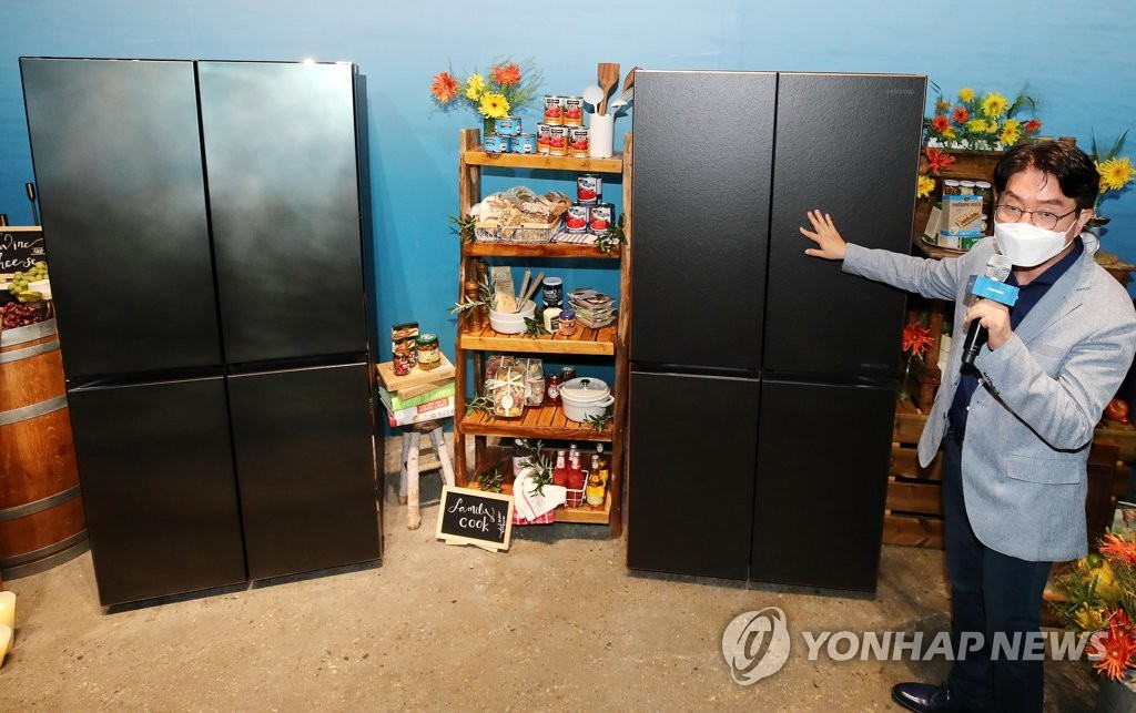A Samsung Electronics official explains about the company's New Chef Collection refrigerator at a studio in Seoul on July 2, 2020. (Yonhap)