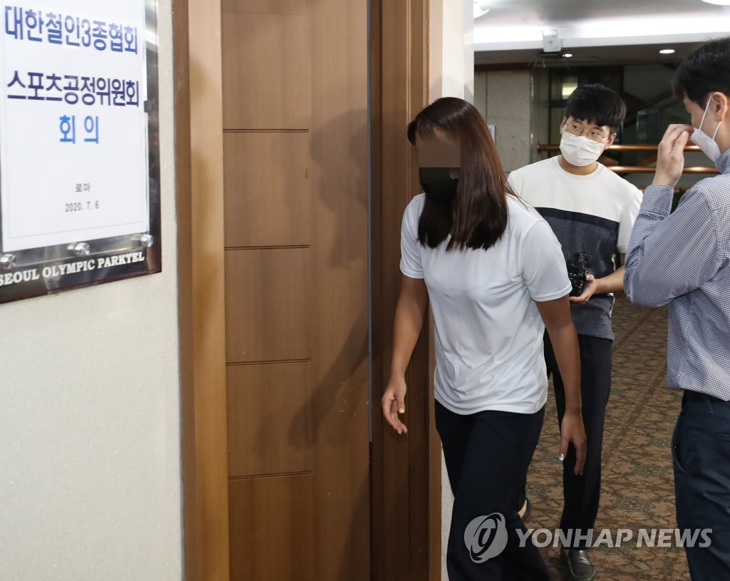 In this file photo from July 6, 2020, a South Korean triathlete surnamed Jang, former teammate of the late Choi Suk-hyeon on the Gyeongju City Hall semi-pro club, enters a conference room at a Seoul hotel for the disciplinary hearing by the Korea Triathlon Federation. Before her death, Choi accused Jang of physically and verbally abusing her, claims that Jang denied. (Yonhap)