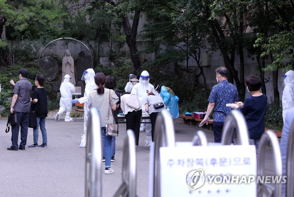 Quarantine officials conduct coronavirus tests at Wondang Catholic Church in Goyang, north of Seoul, on July 7, 2020. (Yonhap)