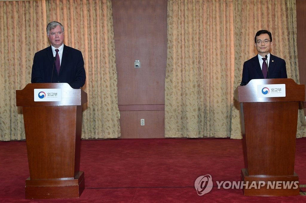 "South Korea's First Vice Foreign Minister Cho Sei-young (R) and U.S. Deputy Secretary of State Stephen Biegun attend a press briefing after their ""Strategic Dialogue"" at the foreign ministry in Seoul on July 8, 2020. (Pool photo) (Yonhap)"