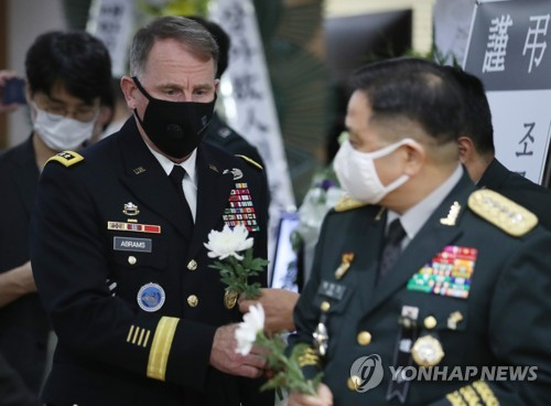 (2nd LD) USFK commander pays tribute to late war hero Paik