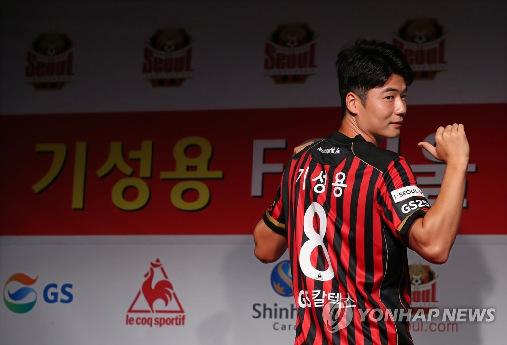 Ki Sung-yueng of FC Seoul poses in his new uniform at his introductory press conference at Seoul World Cup Stadium in Seoul on July 22, 2020. (Yonhap)