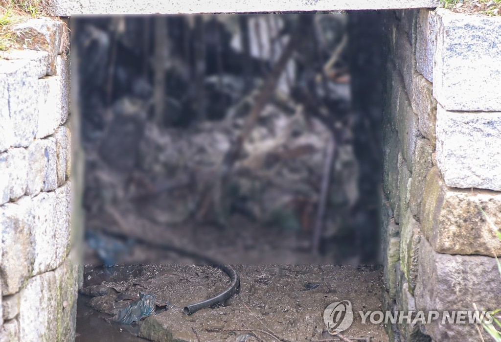 This photo, taken July 27, 2020, shows a water tunnel in the northern part of Ganghwa Island, west of Seoul, which was used by a North Korean defector to return to his home country as it leads to waters bordering the North. The military said a bag belonging to the 24-year-old, 163-centimeter-tall man was found near the drain. (Yonhap)