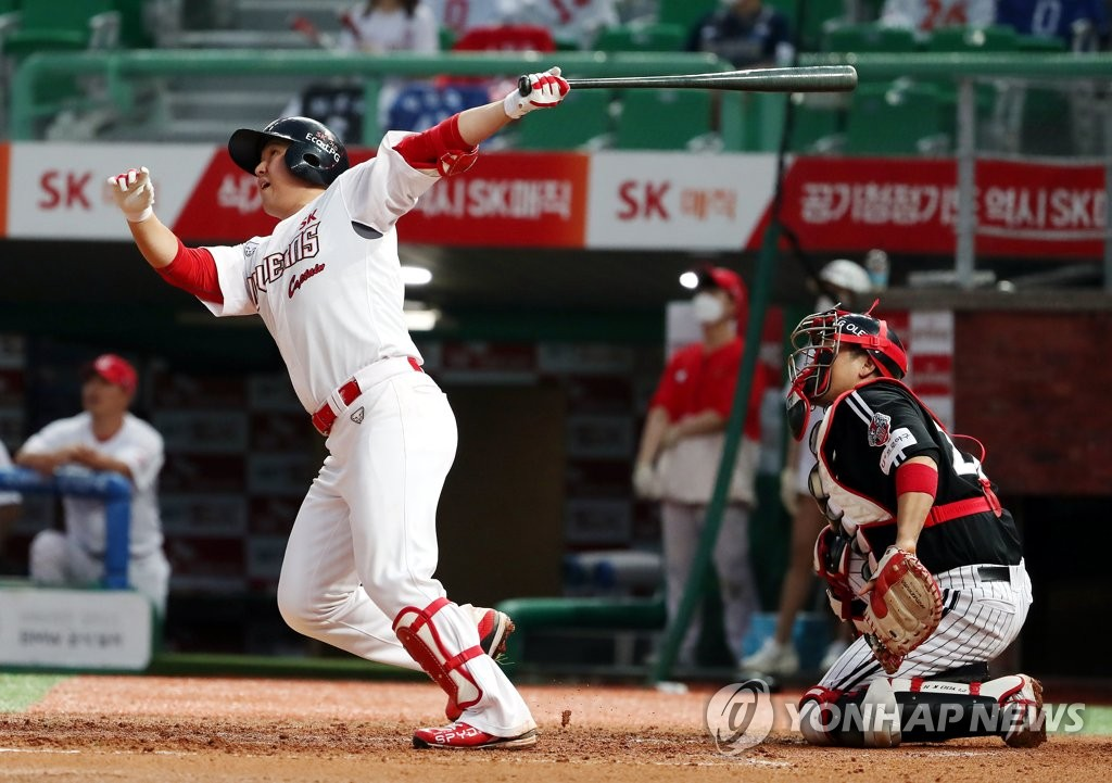 Choi Jeong of the SK Wyverns hits a solo home run against the LG Twins in the bottom of the third inning of their Korea Baseball Organization (KBO) regular season game at SK Happy Dream Park in Incheon, 40 kilometers west of Seoul, on July 29, 2020. (Yonhap)