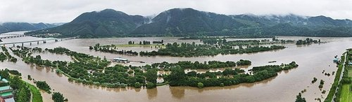 Jara Island in Gapyeong, Gyeonggi Province, is submerged in water following heavy rain in this photo provided by Gapyeong country office on Aug. 6, 2020. (PHOTO NOT FOR SALE)